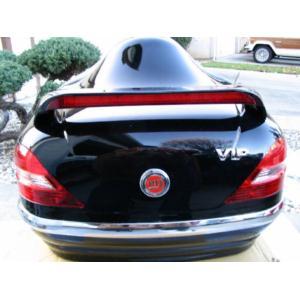 Kufer VIP ze spojlerem oraz światłami (czarny)